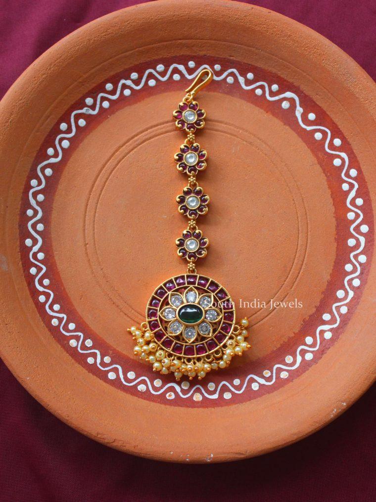 Elegant Circular Flower Design Maang Tikka