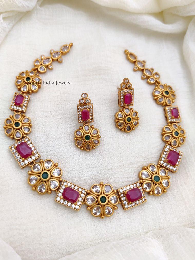 Elegant-Floral-Design-Necklace