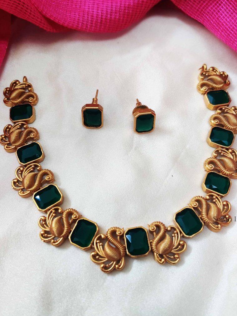 Elegant-Swan-Design-Necklace