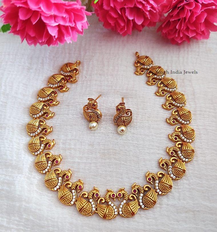 Gorgeous Swan Design Matte Necklace (2)