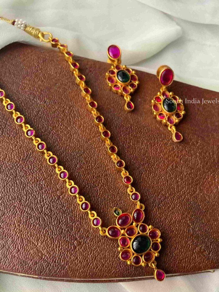 Pretty Flower Pendant Necklace