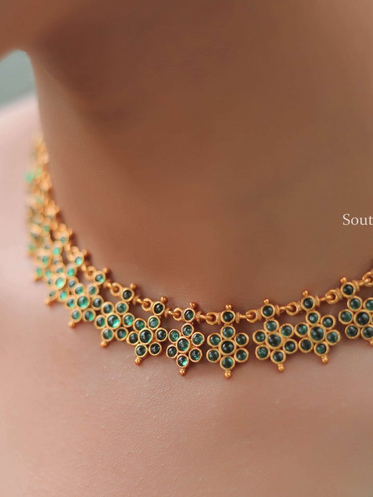 Traditional Emerald Floral Necklace