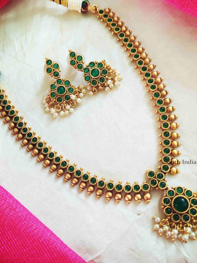 Classic Green Stones Attigai Necklace