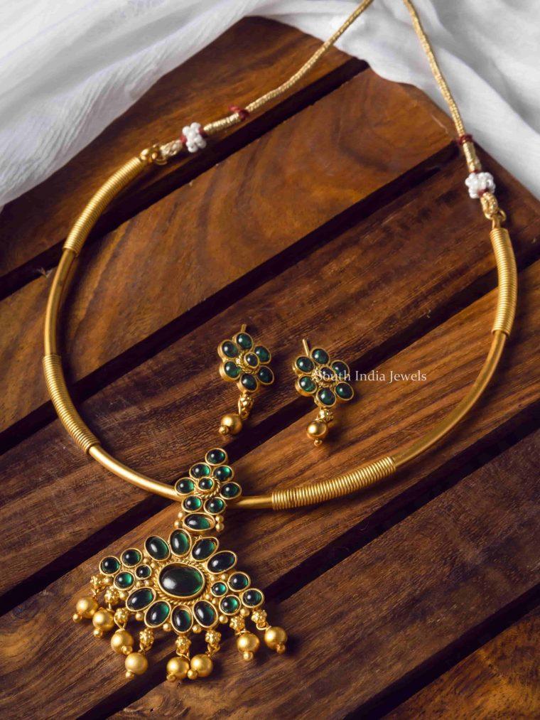 Gorgeous Dark Green Kemp Stone Necklace