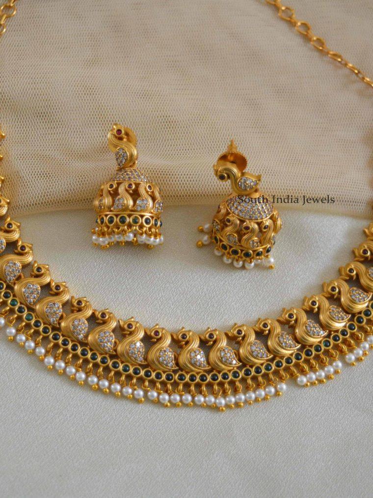 Pretty Swan Design Necklace