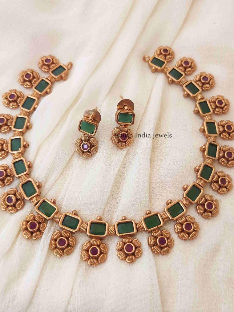 Stunning Floral Design Necklace