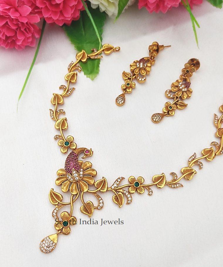 Stylish Peacock Pendant Necklace