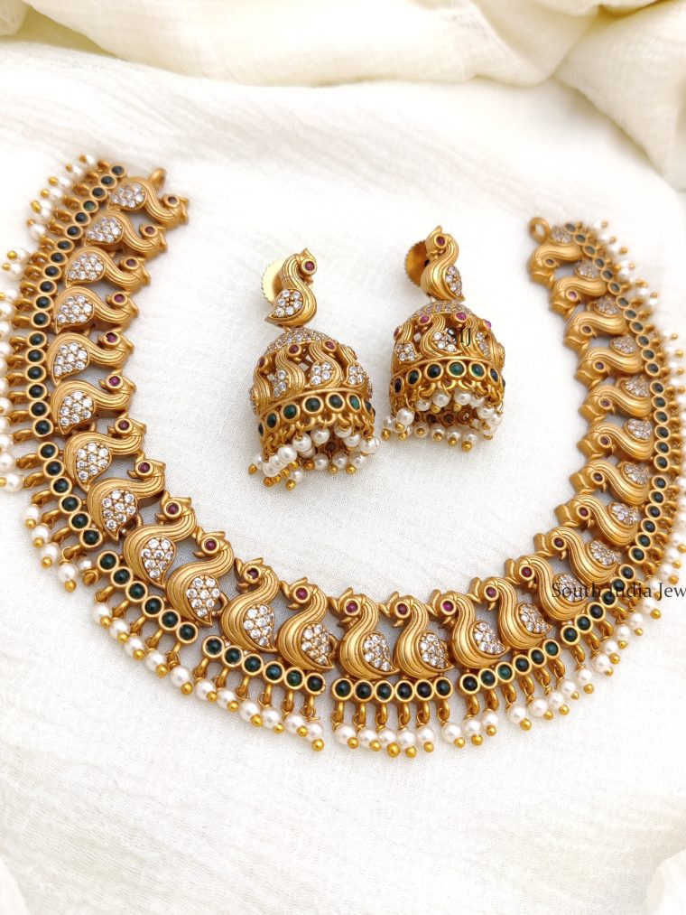 Beautiful Stunning Swan Design Necklace