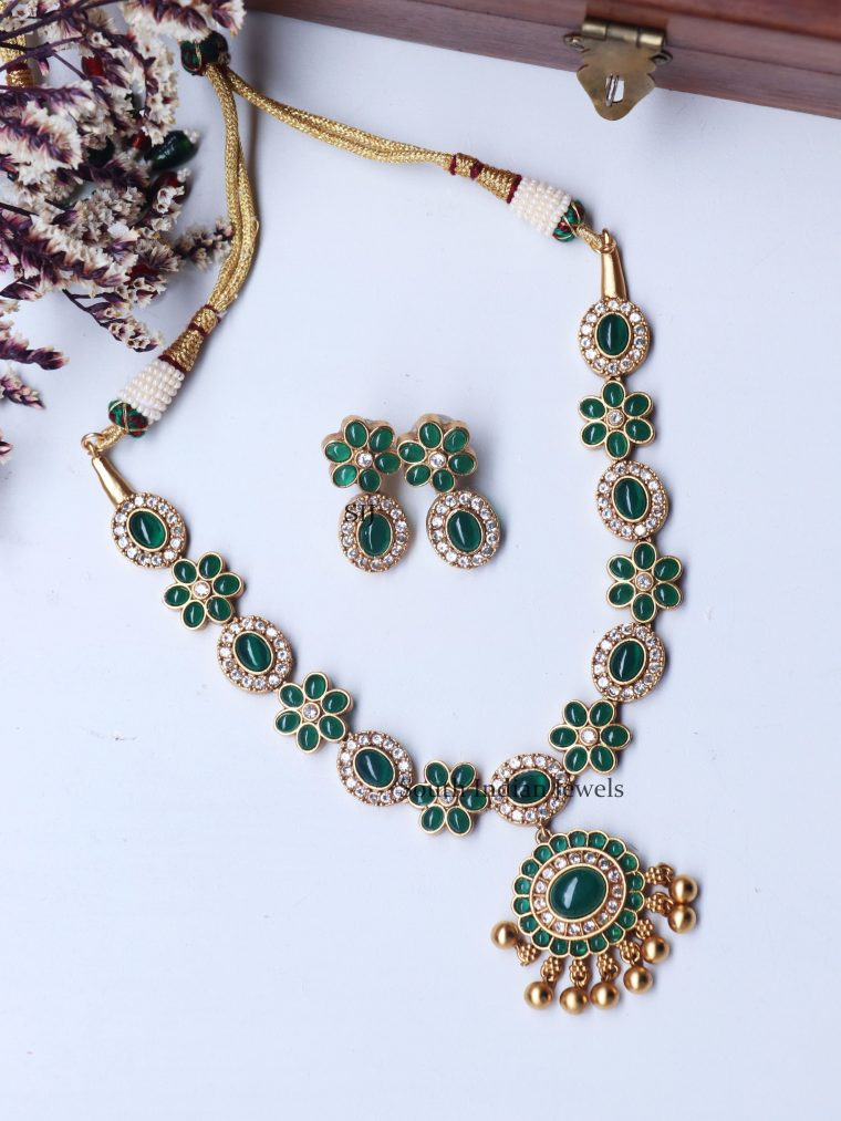 lassic Green Stone Floral Necklace