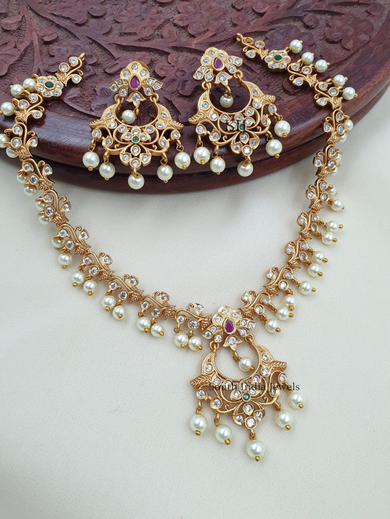 Cute white stones and pearls necklace with stunning earrings.