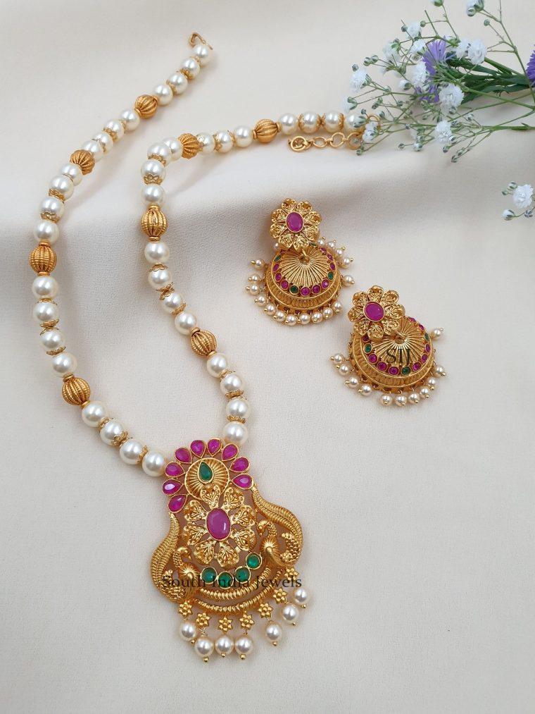 Elegant Floral Design Pearls Necklace
