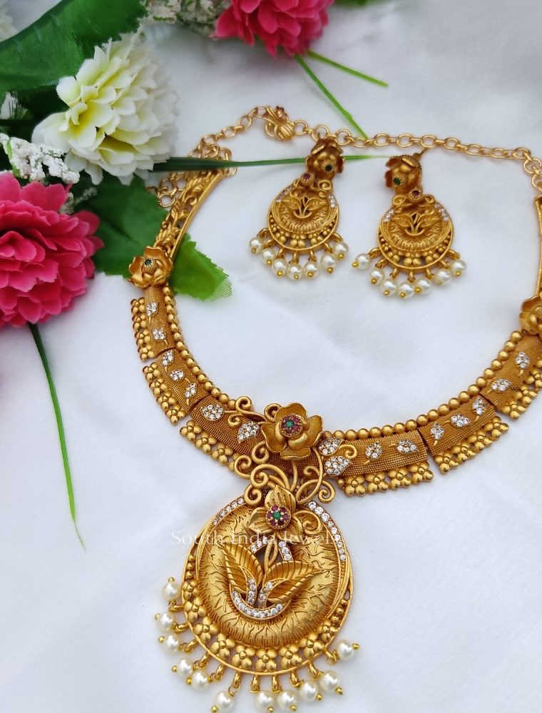 Floral Design Matte Finish Necklace (2)