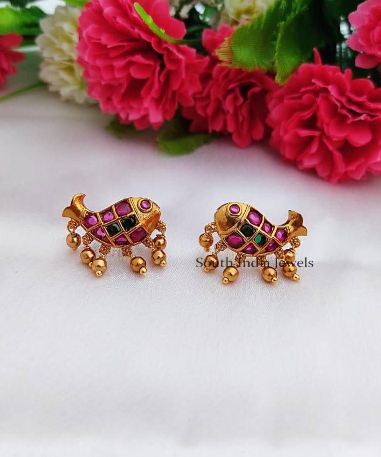 Kemp Stone Fish Design Stud Earrings