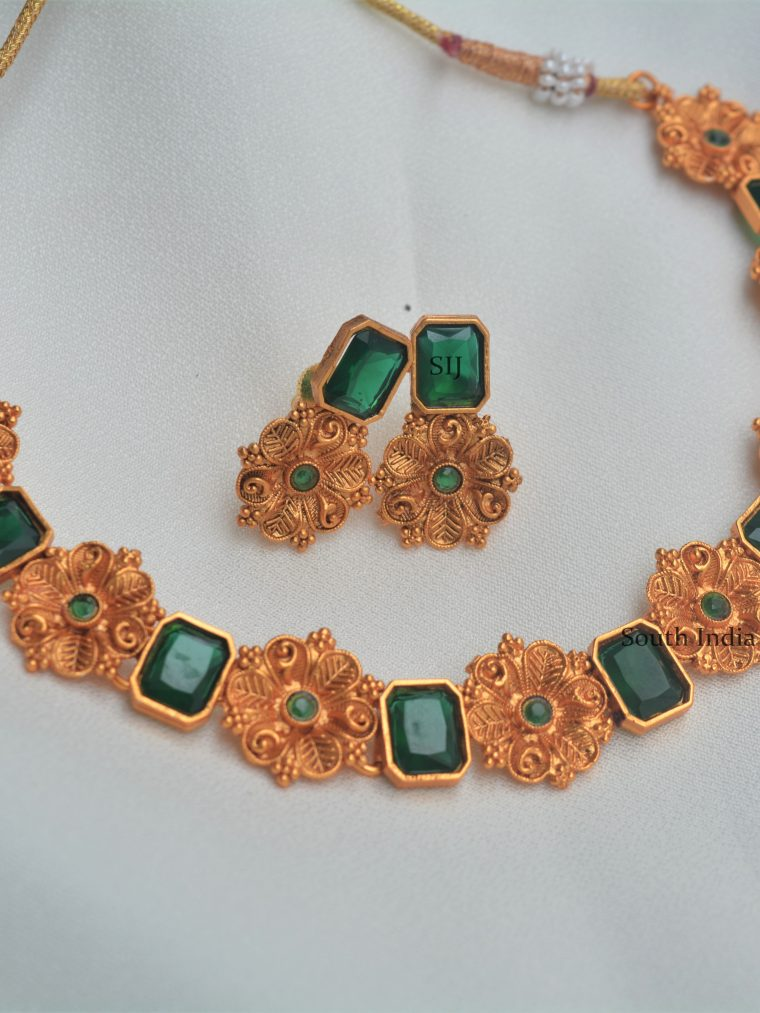Matte Flower Design Necklace