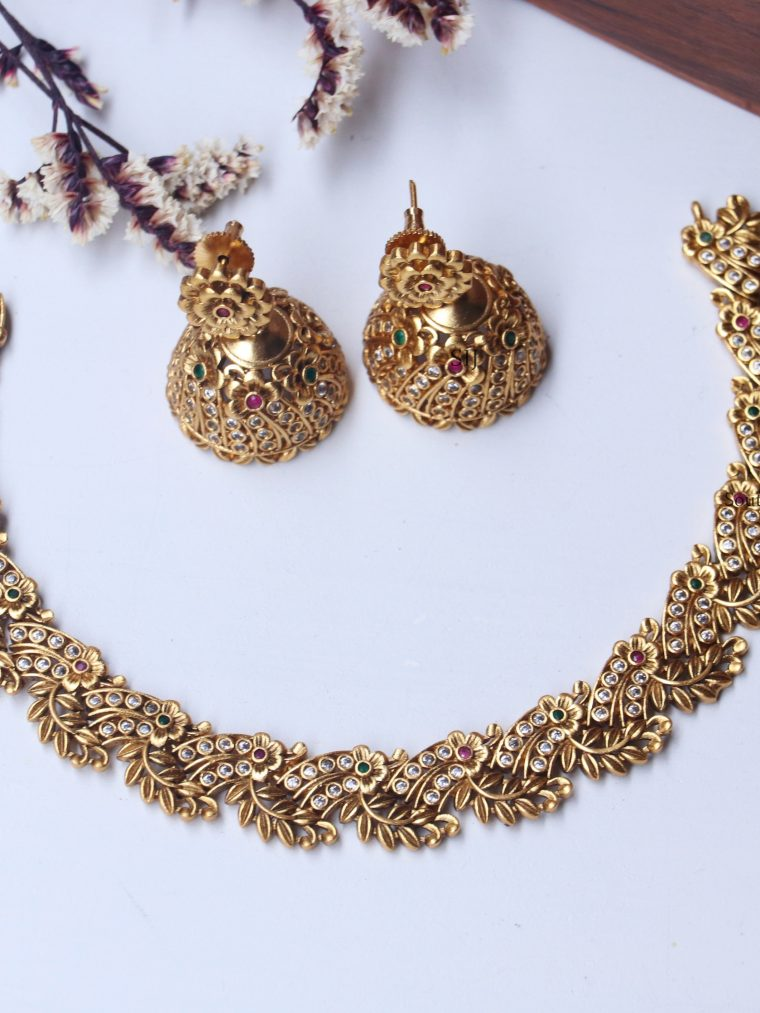 Pretty Leaf design Necklace