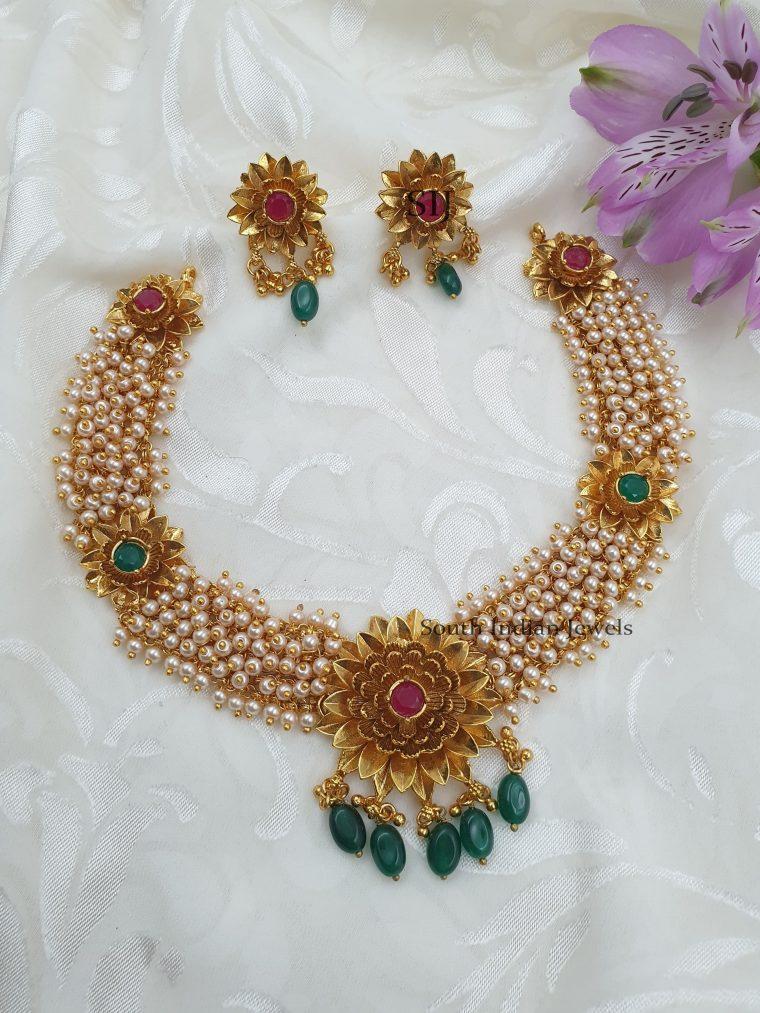 Stunning Floral Design Pearls Neckalce