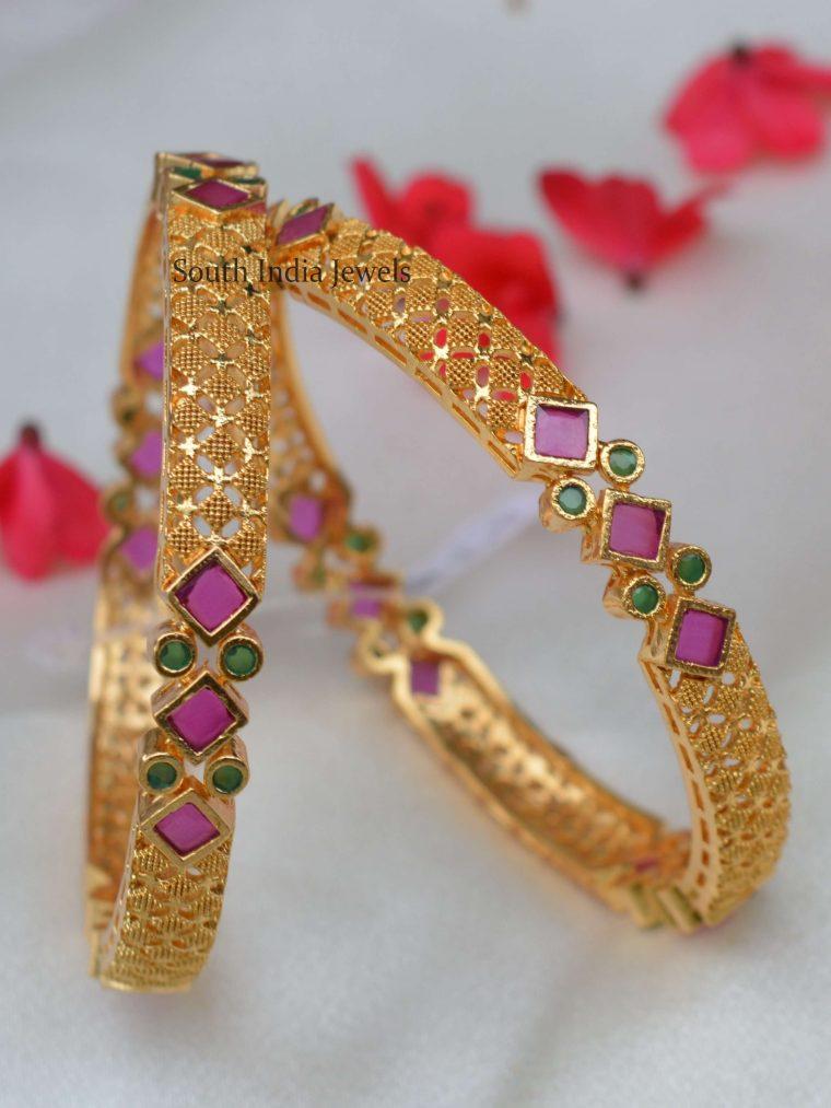 Traditional Design Gold Polish Bangle Set
