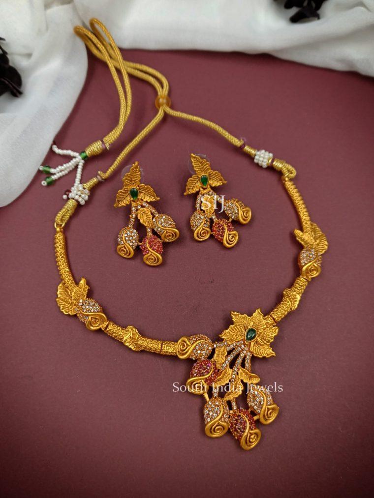 Attractive Rose Design Necklace