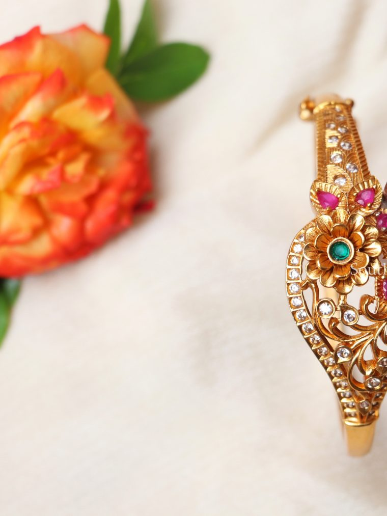 Beautiful Floral Design Single Bangle