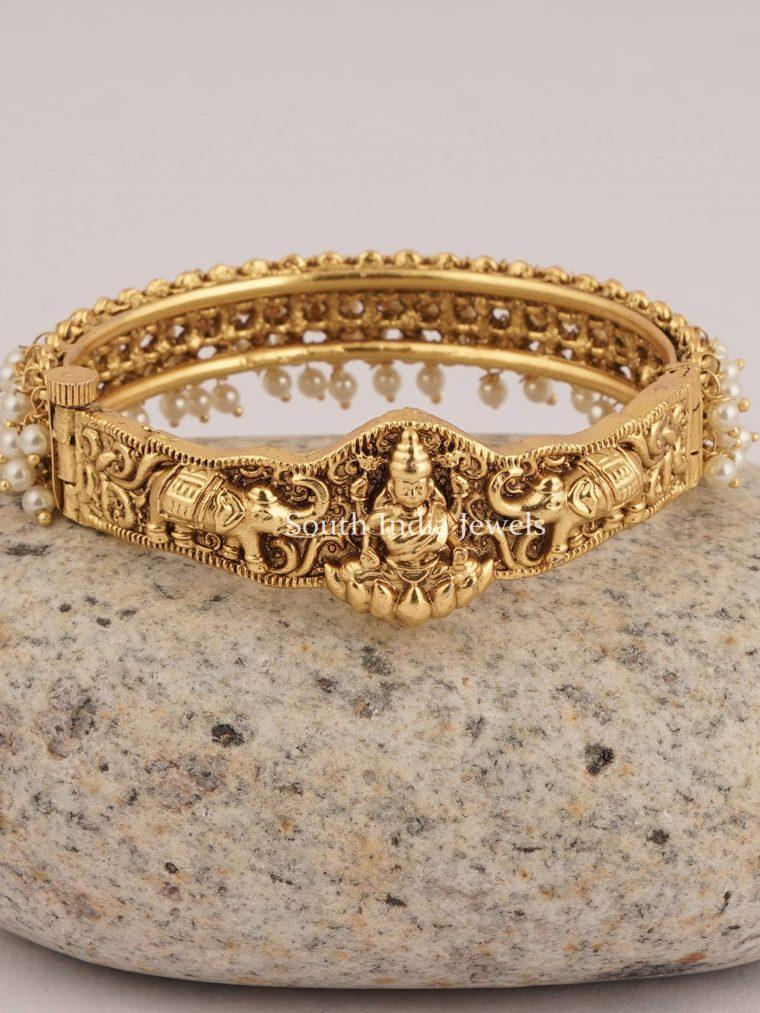 Classic Lakshmi Pearl Bracelet