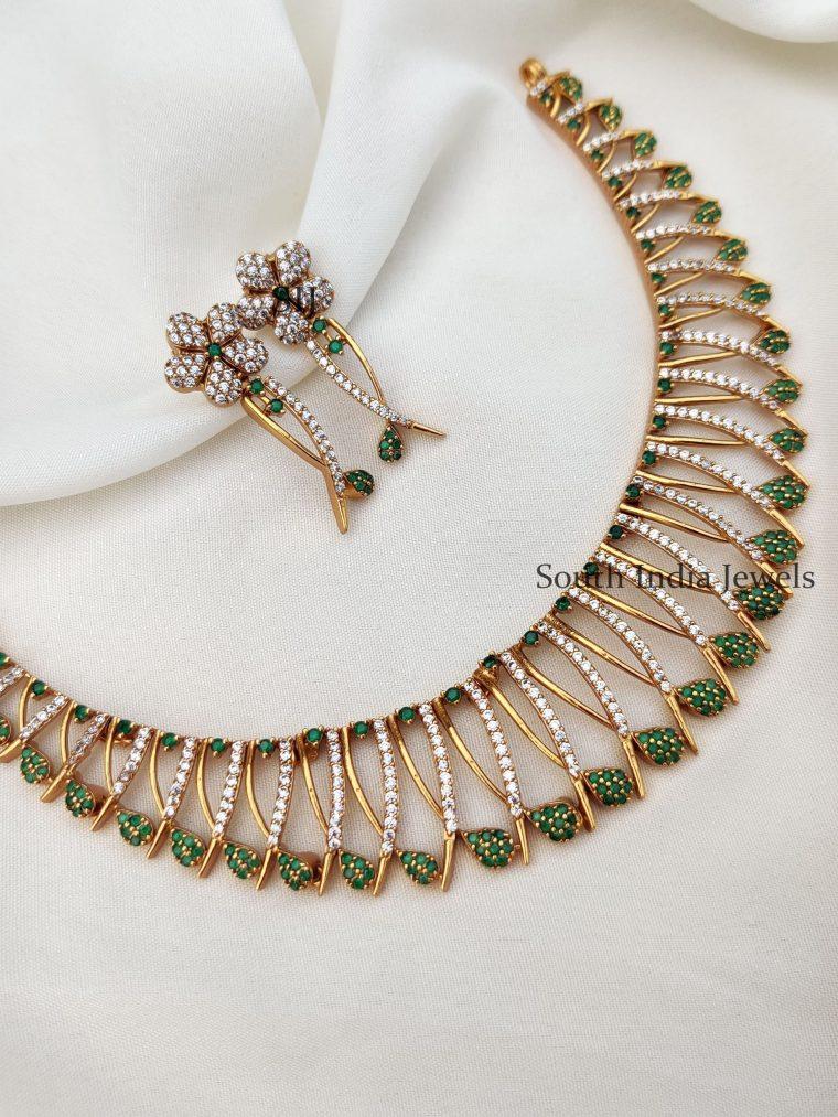 Cute Floral Design Necklace (2)