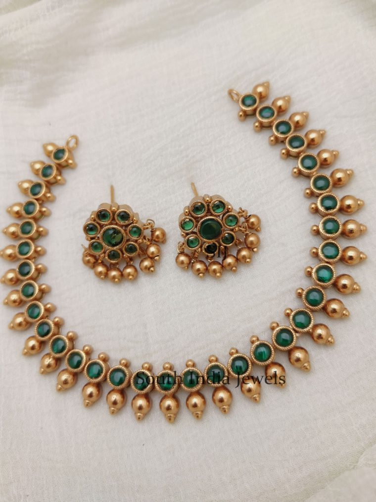 Gorgeous Green Stones Necklace (2)
