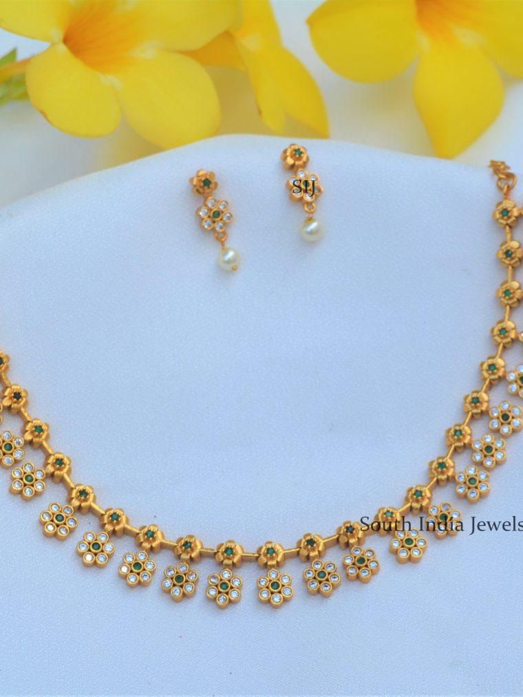 Gorgeous Matt Flower Necklace