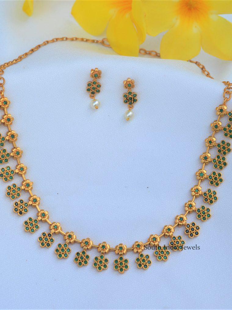 Stunning Matt Flower Necklace